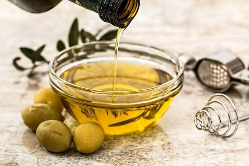 Převalování oleje v ústech