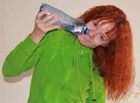 Ukázka proplachování nosu slanou vodou